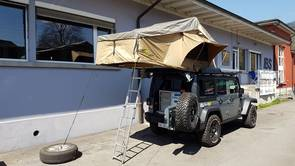 TJM Yulara roof tent in use & TJM Yulara roof tent - TJM Switzerland